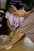 親子暑假烹飪夏令營---蔥油餅和聖代:9.努力搓揉一下.JPG