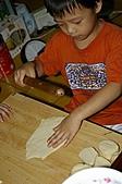 親子暑假烹飪夏令營---蔥油餅和聖代:11.開始桿餅皮.JPG