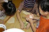 親子暑假烹飪夏令營---蔥油餅和聖代:12.抹上豬油灑上蔥.JPG