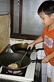 親子暑假烹飪夏令營---蔥油餅和聖代:13.小火煎.JPG