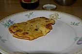 親子暑假烹飪夏令營---蔥油餅和聖代:17.炸過的蔥油餅剪開.JPG